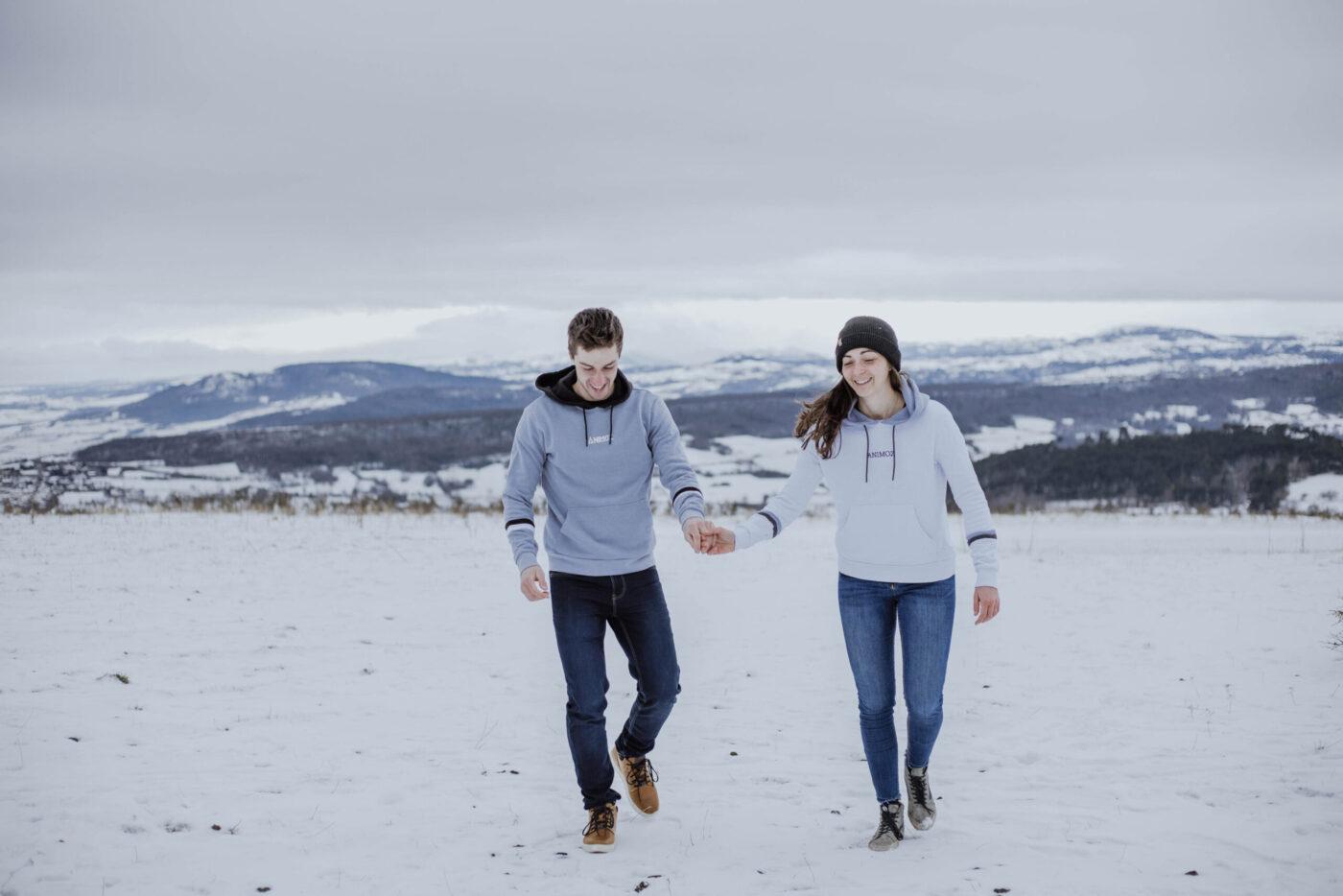 2 personnes dans la neige